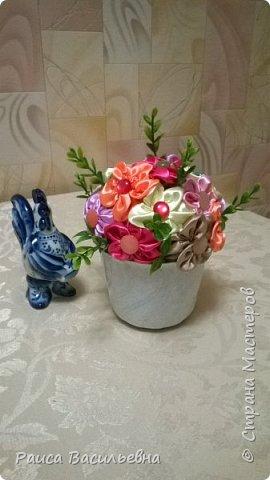 В этом месяце у подружек дни рождения, вот и подготовила два вазона с разными цветами. Этот с розами. фото 4