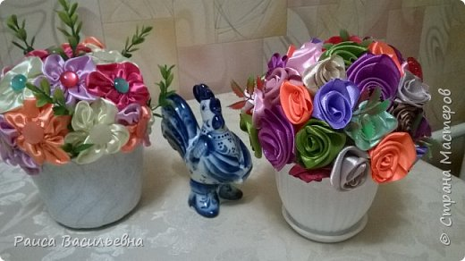В этом месяце у подружек дни рождения, вот и подготовила два вазона с разными цветами. Этот с розами. фото 5