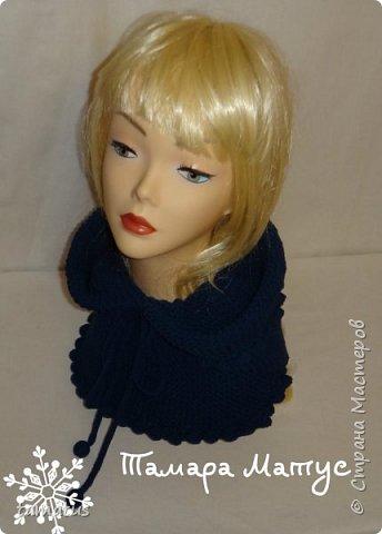 Снуд-капюшон выполнен спицами из пряжи Ярнарт Джинс фото 3