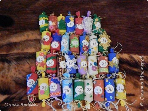 Всем привет! Уже многие готовятся к Новому году, а я, если честно, пока только мысленно. Одним из вопросов для меня будет Адвент-календарь моей малышне. А пока покажу какой он у нас был в прошлом году. В виде конфет, а внутри задания-игры на каждый день и сладкие подарки. фото 2