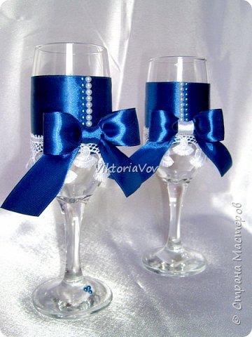 Всем привет. Оооочень кратенько покажу чехольчики на свадебные бутылочки для синей свадьбы. Работа была выполнена по образцу - фото из интернета, в тон к приобретенным у меня же бокалам. фото 4