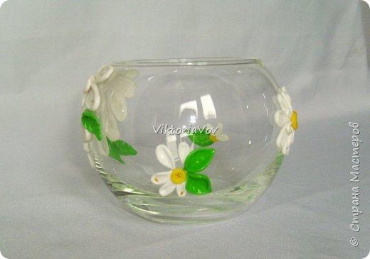 """Привет всем! Покажу еще одну мою попытку украсить вазу-шар. Эту я украсила ромашками из полимерной глины. Использовала я ее как """"конверт"""" для денежного подарка на день рождения молодой девушки. А вдохновителем явился этот МК http://www.liveinternet.ru/users/natali-ja/post227982222/ . Спасибо автору. фото 3"""