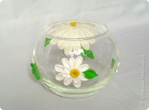 """Привет всем! Покажу еще одну мою попытку украсить вазу-шар. Эту я украсила ромашками из полимерной глины. Использовала я ее как """"конверт"""" для денежного подарка на день рождения молодой девушки. А вдохновителем явился этот МК http://www.liveinternet.ru/users/natali-ja/post227982222/ . Спасибо автору. фото 2"""