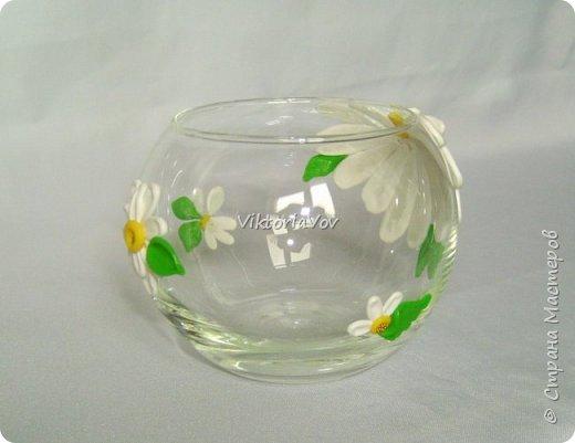 """Привет всем! Покажу еще одну мою попытку украсить вазу-шар. Эту я украсила ромашками из полимерной глины. Использовала я ее как """"конверт"""" для денежного подарка на день рождения молодой девушки. А вдохновителем явился этот МК http://www.liveinternet.ru/users/natali-ja/post227982222/ . Спасибо автору. фото 4"""