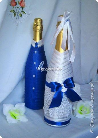 Всем привет. Оооочень кратенько покажу чехольчики на свадебные бутылочки для синей свадьбы. Работа была выполнена по образцу - фото из интернета, в тон к приобретенным у меня же бокалам. фото 1