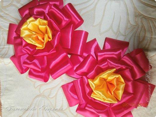 """По просьбе музруководителя нашего садика сделала 6 пар цветов из атласной ленты шир.5 см. Фотографий много, хотелось показать все цветы, как говорится """"во всей красе"""". 1 пара -синие.  фото 4"""