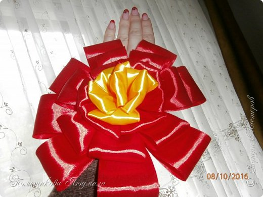 """По просьбе музруководителя нашего садика сделала 6 пар цветов из атласной ленты шир.5 см. Фотографий много, хотелось показать все цветы, как говорится """"во всей красе"""". 1 пара -синие.  фото 13"""