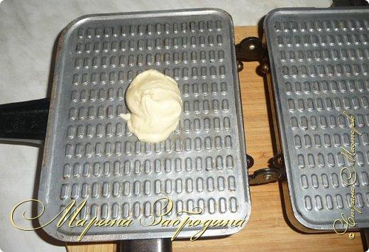 Здравствуйте! Сегодня пишу еще один рецепт домашних вафельных трубочек. Готовить буду также на старой советской вафельнице. Эти вафли не мягкие, они не очень тонкие и более хрупкие. Очень вкусные фото 7