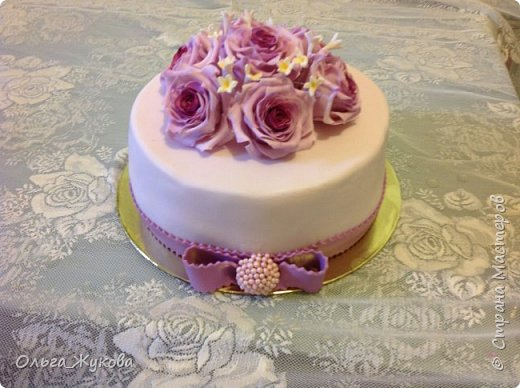 Доброго времени суток всем! У меня опять торт с розами. Я все экспериментирую с цветом))) фото 1