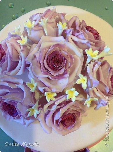 Доброго времени суток всем! У меня опять торт с розами. Я все экспериментирую с цветом))) фото 2