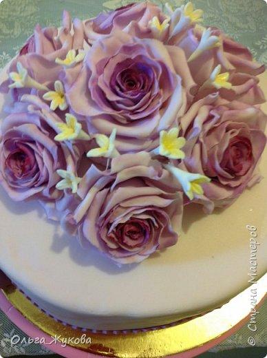 Доброго времени суток всем! У меня опять торт с розами. Я все экспериментирую с цветом))) фото 3