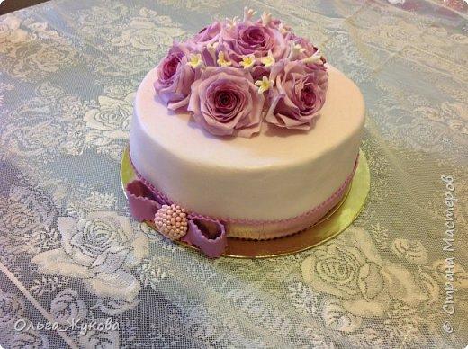 Доброго времени суток всем! У меня опять торт с розами. Я все экспериментирую с цветом))) фото 4