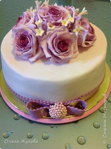 Доброго времени суток всем! У меня опять торт с розами. Я все экспериментирую с цветом))) фото 5