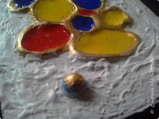 Здравствуйте. Я сегодня с небольшой серией АТС. Вдохновилась  мастер-классом Ольги Знаменской  ( http://pastilka.blogspot.ru/2013/04/moroccan-atcs-and-tutorial.html ). Чипборд заменила сеточкой, нарисованной клеевым пистолетом, текстурную пасту - шпатлёвкой по дереву, глосси - 3-Д клеем. Когда обдумывала карточки, мне представлялся старый-старый город с шершавыми белёными стенами. А в стенах кое-где - остатки старинной мозаики. Пару лет назад я побывала в Израиле, и впечатление от этой поездки до сих пор не остыло.Каждая карточка у меня почему-то ассоциируется с определённым городом. Это личное восприятие, так что не удивляйтесь. фото 3