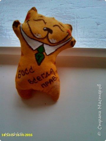 Продолжая работать по мк katysha ya http://stranamasterov.ru/node/923790, я решила рискнуть и сделать вот таких смешных и веселых Котиков. За окном серая и дождливая погода, хочется немного тепла и радости.У меня глядя на таких позитивчиков невольно появляется улыбка на лице :)) фото 6
