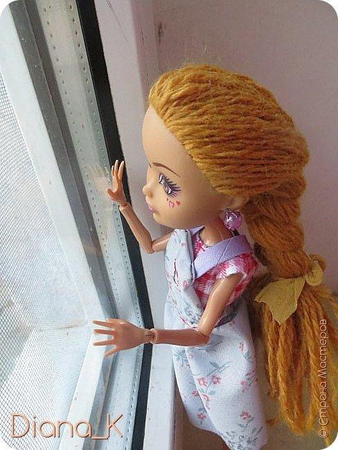 Всем привет!Как видите, Эмма мне разонравилась) Высыпающиеся волосы необычного цвета, которые придавали ей какой-то странный оттенок, некрасивая прошивка, плешь...  Впрочем, на этой неделе все было исправлено) теперь у нее волосы песочного, отдающего рыжевой, цвета(чуть напоминающие цвет детского удивления *_*). И, как вы заметили, я ее переименовала в Салли. Итак, дальше от ее имени)  -Всем привет, я-Салли! Живу на ферме моего отца в Ширли-Тауне. Мой папа- Портер Виллоу, известный в нашем штате своими урожайными полями, от которых мы имеем небольшой, но стабильный доход. Моя мама-Марта Виллоу-занимается рукоделием и домохозяйством. Мы также имеем рабочего, Джима, но он настолько ленив, что нет смысла о нем рассказывать! фото 4