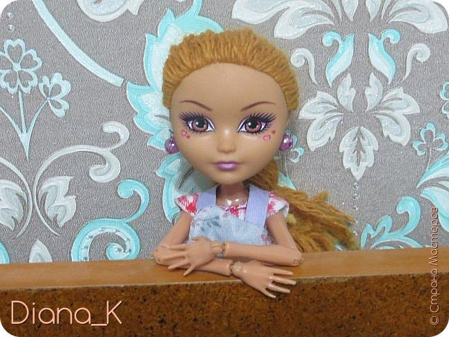 Всем привет!Как видите, Эмма мне разонравилась) Высыпающиеся волосы необычного цвета, которые придавали ей какой-то странный оттенок, некрасивая прошивка, плешь...  Впрочем, на этой неделе все было исправлено) теперь у нее волосы песочного, отдающего рыжевой, цвета(чуть напоминающие цвет детского удивления *_*). И, как вы заметили, я ее переименовала в Салли. Итак, дальше от ее имени)  -Всем привет, я-Салли! Живу на ферме моего отца в Ширли-Тауне. Мой папа- Портер Виллоу, известный в нашем штате своими урожайными полями, от которых мы имеем небольшой, но стабильный доход. Моя мама-Марта Виллоу-занимается рукоделием и домохозяйством. Мы также имеем рабочего, Джима, но он настолько ленив, что нет смысла о нем рассказывать! фото 6