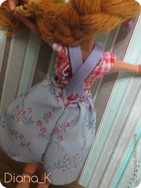 Всем привет!Как видите, Эмма мне разонравилась) Высыпающиеся волосы необычного цвета, которые придавали ей какой-то странный оттенок, некрасивая прошивка, плешь...  Впрочем, на этой неделе все было исправлено) теперь у нее волосы песочного, отдающего рыжевой, цвета(чуть напоминающие цвет детского удивления *_*). И, как вы заметили, я ее переименовала в Салли. Итак, дальше от ее имени)  -Всем привет, я-Салли! Живу на ферме моего отца в Ширли-Тауне. Мой папа- Портер Виллоу, известный в нашем штате своими урожайными полями, от которых мы имеем небольшой, но стабильный доход. Моя мама-Марта Виллоу-занимается рукоделием и домохозяйством. Мы также имеем рабочего, Джима, но он настолько ленив, что нет смысла о нем рассказывать! фото 11