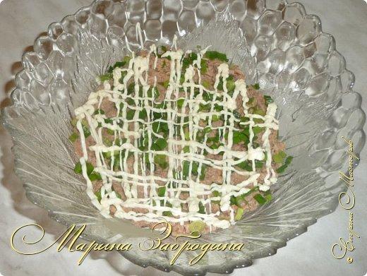Салатик простой в приготовлении, но очень вкусный для праздничного стола. Получается нежный, сочный, понравится всем!  фото 3