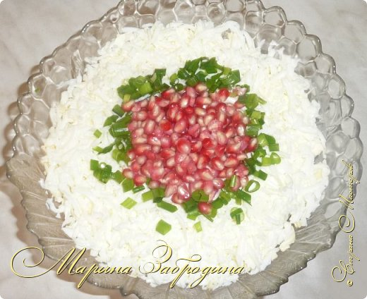 Салатик простой в приготовлении, но очень вкусный для праздничного стола. Получается нежный, сочный, понравится всем!  фото 1
