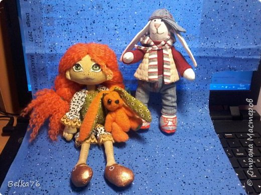 Всем привет) Это мои первые игрушки, отправившиеся за пределы Родины. Зайка с Ларкой поехали в город Бор Нижегородской области, город, в котором прошли два года моего детсва -со 2 по 4 класс.  фото 1