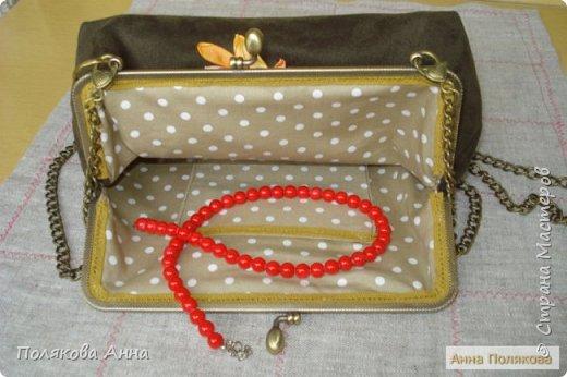 Небольшая сумочка сшита из ткани «искусственная замша». Размеры по крайним точкам: ширина 25, высота -18см. Подкладка из натурального хлопка.  фото 3