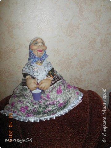 Вот очередная бабуля уродилась - на 80-летие хорошей соседки. В руках ведро с молоком. фото 2