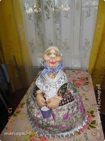 Вот очередная бабуля уродилась - на 80-летие хорошей соседки. В руках ведро с молоком. фото 1