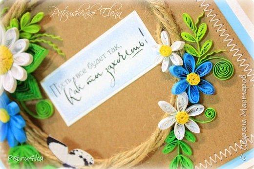 Добрый вечер дорогие мастерицы! Представляю свои новые открыточки, желаю приятного просмотра! Надеюсь, что они вам понравятся и кто то тоже увлечется квиллингом. Творите с удовольствием, теплом и любовью!!! Пожалуй, самое печальное изобретение человека – это готовые поздравительные открытки. Во времена, когда люди постоянно обменивались письмами открытки стали чем-то новым и оригинальным. И все было замечательно, пока человечество полностью не обленилось.В какой-то момент все стали дарить открытки абсолютно не задумываясь, ни о том кому она будет адресована, ни о своем отношении к этому человеку. Письма мы пишем в исключительно редких случаях, открытки покупаем с уже готовыми напечатанными текстами и в итоге потихоньку начинаем понимать, что поздравительная открытка перестала быть необходимой. Если она не вызывает восторг, так зачем на нее выбрасывать деньги. Таким образом, к сожалению, думают многие.А ведь открытки ни в чем не повинны. Они создавались, для того чтобы люди могли красиво выражать свои пожелания и намерения. Просто сейчас прогресс заполнил все сферы нашей жизни, не оставив места для проявления своих чувств. Но вы можете все изменить, для этого просто надо заняться рукоделием и созданием открыток, собственными руками. А день рождение близких людей является прекрасным поводом для этого.  фото 62
