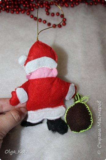 Здравствуйте, мастера и мастерицы! Попробовала я сшить на елку игрушки из фетра. Вот что получилось... фото 5