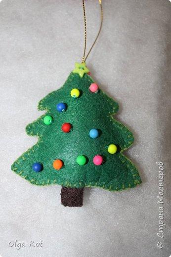 Здравствуйте, мастера и мастерицы! Попробовала я сшить на елку игрушки из фетра. Вот что получилось... фото 8