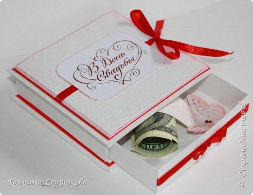 Приветствую всех, кто зашёл на огонёк!   Коллега по работе была приглашена на свадьбу, подарок дарить собиралась денежный. А я, насмотревшись всяко-разной красоты, просто не смогла удержаться и предложила сделать для неё коробочку-открытку для подарка.  Всем мастерам спасибо за вдохновение! Благодаря Вам и я создаю что-то красивое!   Вот такая коробочка-открытка у меня получилась: фото 2