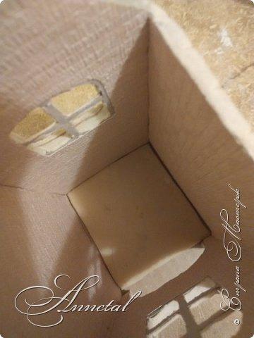 Доброго времени суток. Спасибо всем заглянувшим на мою страничку. Хочу поделится своим чайным домиком и секретами как я его делала. Вот , что у нас должно получится. Для работы нам понадобится: соленое тесто, гофрированный картон, кусочки обоев, клей ПВА, клей Титан, молярный скотч, толстая нитка, нож кухонный, пилочка для ногтей, стержень от ручки, гуашь, лак глянцевый для дерева. Можно использовать и другие подручные материалы. И так Начнем. фото 15