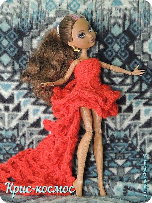 Далеко жила царица,  На все руки мастерица! Захотела среди ночки Платье смастерить для дочки. Она книги полистала,  Ничего не отыскала,  Вдруг притопнула немножко,  Прошептала у окошка: - Сколько существует свет, Мастер-класса нет, как нет!  Привет, Страна мастеров! Сегодня на меня нашло вдохновение и я решила сделать платье винкс Гармоникс. Вообще, платье изначально делала для подделки под винкс Самиры, но потом оно сильно подошло для Кедры.  И так, нам потребуется: - пряжа акрил. - крючок №5. - ножницы. Платье вроде простое, а МК нет! вот и решила для любителей винкс  сделать МК. фото 11