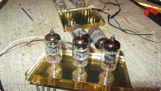 Как заставить радиолампу светиться? Материалы: оргстекло (стеклопластик) радиолампы, лампочки от гирлянды, провода. фото 6