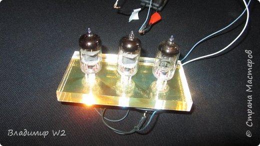Как заставить радиолампу светиться? Материалы: оргстекло (стеклопластик) радиолампы, лампочки от гирлянды, провода. фото 7