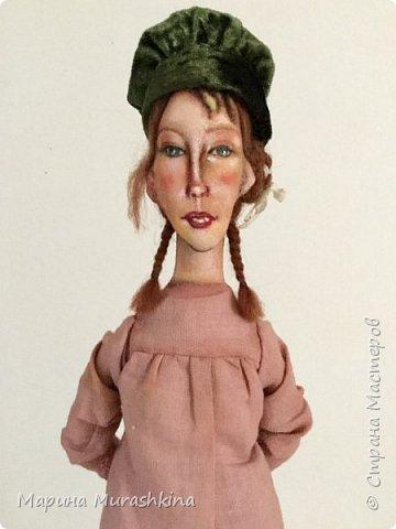 'Девушка в берете' сшита по мотивам двух картин Модильяни: 'Молодая женщина в берете' и 'Девочка с косичками'. Натурщица, судя по всему, была одна и таже. Поэтому взяла промежуточное определение - девушка))) фото 1