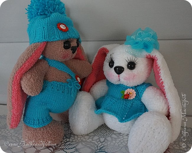 Здравствуйте, дорогие друзья и гости моего блога! очень давно не показывала вязаных игрушек, да и времени вязать не было. Эта парочка началась вязаться еще по зиме и вот только сейчас, спустя почти год, окончательно родилась. фото 9