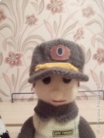 Вот такого инспектора ДПС я связала. Спасибо за помощь и за идею мастерице Елене0708.  http://stranamasterov.ru/node/410937?c=favorite  фото 8