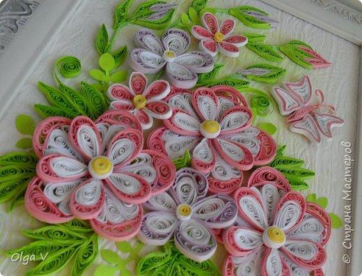Здравствуйте, дорогие друзья! Еще летом сделала эту картинку размером 15x20 см. Подобные цветы, что в центре, уже делала когда-то, но немного их видоизменила, упростила. фото 3