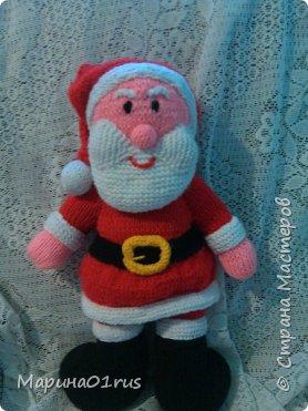 Шубка, шапка, рукавички.  На носу сидят синички.  Борода и красный нос -  Это Дедушка Мороз! фото 1