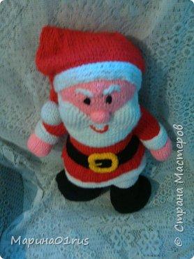 Шубка, шапка, рукавички.  На носу сидят синички.  Борода и красный нос -  Это Дедушка Мороз! фото 2
