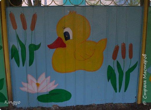 В августе дети некоторое время гостили у моей мамы. А у меня появился шанс проявить себя, да еще и подзаработать:) Разрисовала павильон в садике, в котором работает моя подруга: фото 3