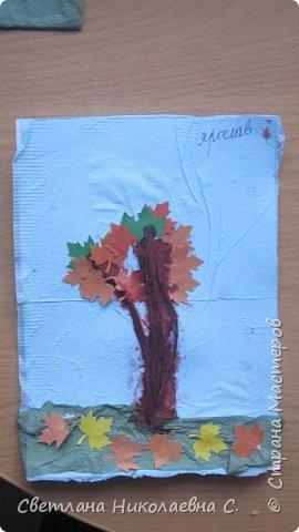 На улице осень, дождь и слякоть, а у нас в группе весело и интересно! Вот  такие осенние деревья мы делали со старшей группой.  фото 3
