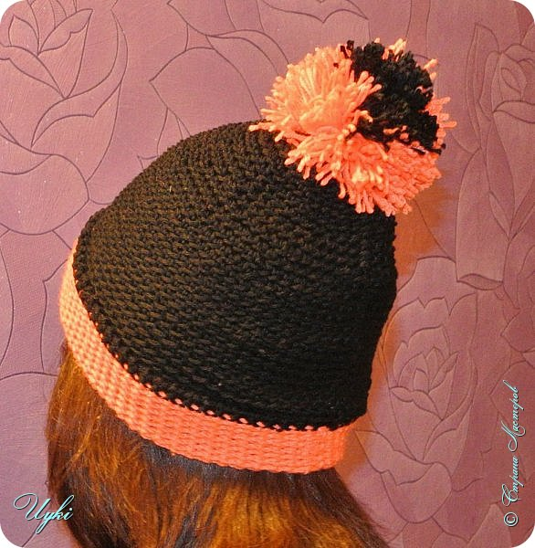 """Пригласили на день рождения к девочке на 14 лет, стал вопрос: """"Что подарить?""""  Расспросив родственников девочки, выяснилось, что она очень любит шапки. И к черно-оранжевой зимней куртке она хотела бы черно-оранжевую шапку - бини.  До этого никогда шапки не вязала, но всегда бывает первый раз))). Шапочку вязала по кругу от макушки за заднюю петлю ст. без накида. На фото одета  с отворотом. Именинница довольна, собственно и шапочка на ней."""
