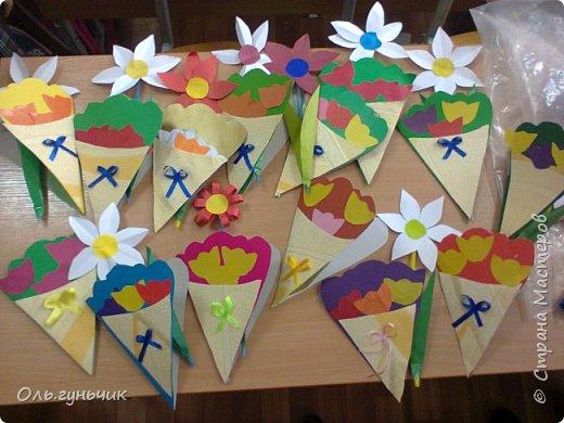 Продолжаю показывать работы учеников, теперь из бумаги. Вот такие воздушные шарики мы наделали с первоклассниками. Идею увидела у Маргариты: http://stranamasterov.ru/node/145284 На зеленом фоне моего сына Вити))) фото 13