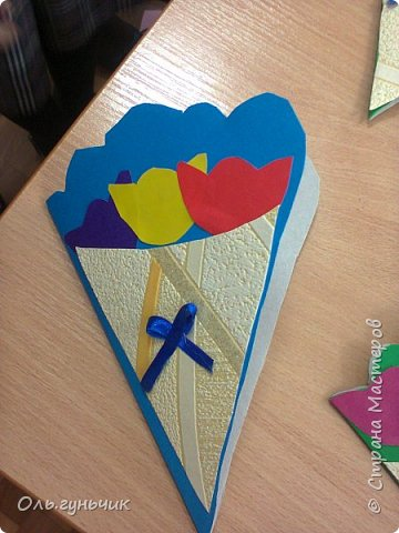 Продолжаю показывать работы учеников, теперь из бумаги. Вот такие воздушные шарики мы наделали с первоклассниками. Идею увидела у Маргариты: https://stranamasterov.ru/node/145284 На зеленом фоне моего сына Вити))) фото 14