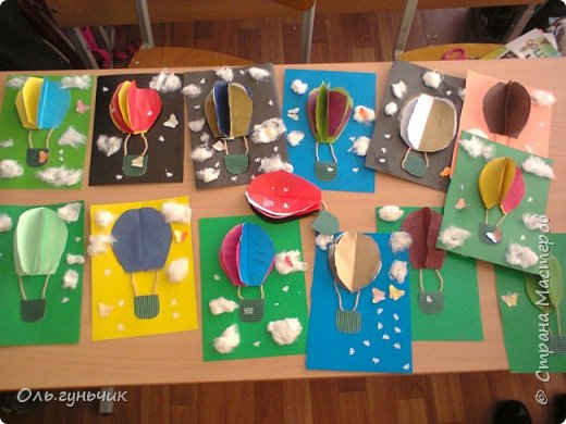 Продолжаю показывать работы учеников, теперь из бумаги. Вот такие воздушные шарики мы наделали с первоклассниками. Идею увидела у Маргариты: https://stranamasterov.ru/node/145284 На зеленом фоне моего сына Вити))) фото 2