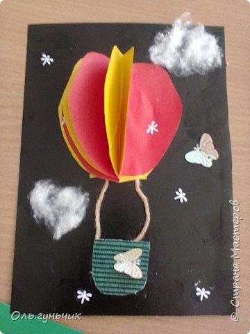 Продолжаю показывать работы учеников, теперь из бумаги. Вот такие воздушные шарики мы наделали с первоклассниками. Идею увидела у Маргариты: https://stranamasterov.ru/node/145284 На зеленом фоне моего сына Вити))) фото 5