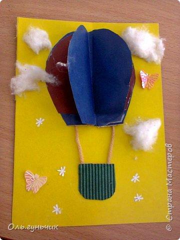 Продолжаю показывать работы учеников, теперь из бумаги. Вот такие воздушные шарики мы наделали с первоклассниками. Идею увидела у Маргариты: https://stranamasterov.ru/node/145284 На зеленом фоне моего сына Вити))) фото 6